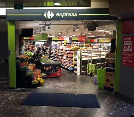 Een Franchisewinkel Carrefour Express In De Chu Tivoli Van La